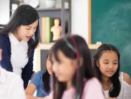 အစိုးရ ကျောင်းဆရာမနဲ့ ကျူရှင်ဆရာမ ဘယ်ဟာ ပိုကောင်းလဲ