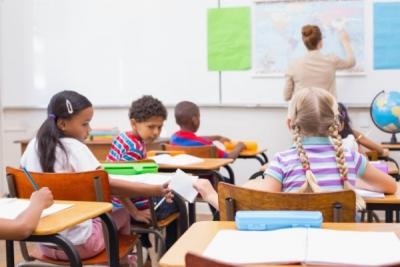 အတန်းထဲမှာ စကားအရမ်းများတဲ့ကျောင်းသားတွေကို ဘယ်လိုနည်းနဲ့ကိုင်တွယ်ရင် ကောင်းမလဲ