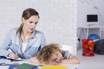 အိမ်စာမလုပ်ချင်တဲ့ကလေးများကို ဒီနည်းလမ်းဖြင့် ဖြေရှင်းကြည့်လိုက်ပါ